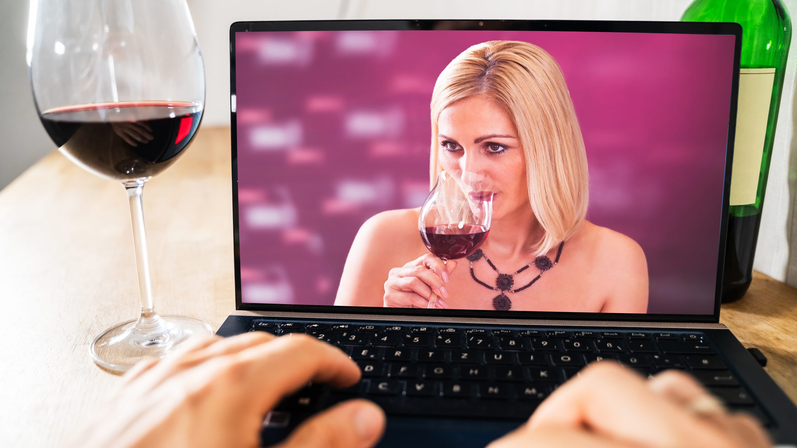 Episode #575 - Virtual Wine Dating, The Covid Loss of Wine Taste Curse and More!